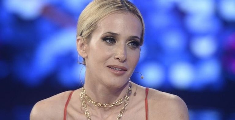 Los dolores de Julieta Prandi en el living de Susana - Mendovoz