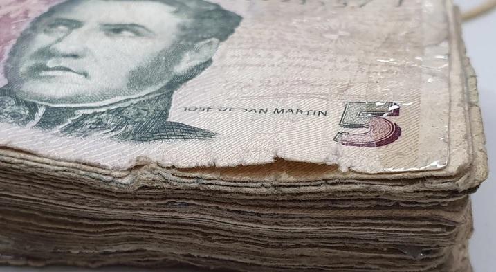 Nuevo plazo para el cambio de los billetes de 5 pesos